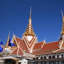 La sonnolenta Phnom Penh e i suoi gioielli: il Palazzo Reale, la Pagoda d'Argento e il Mekong