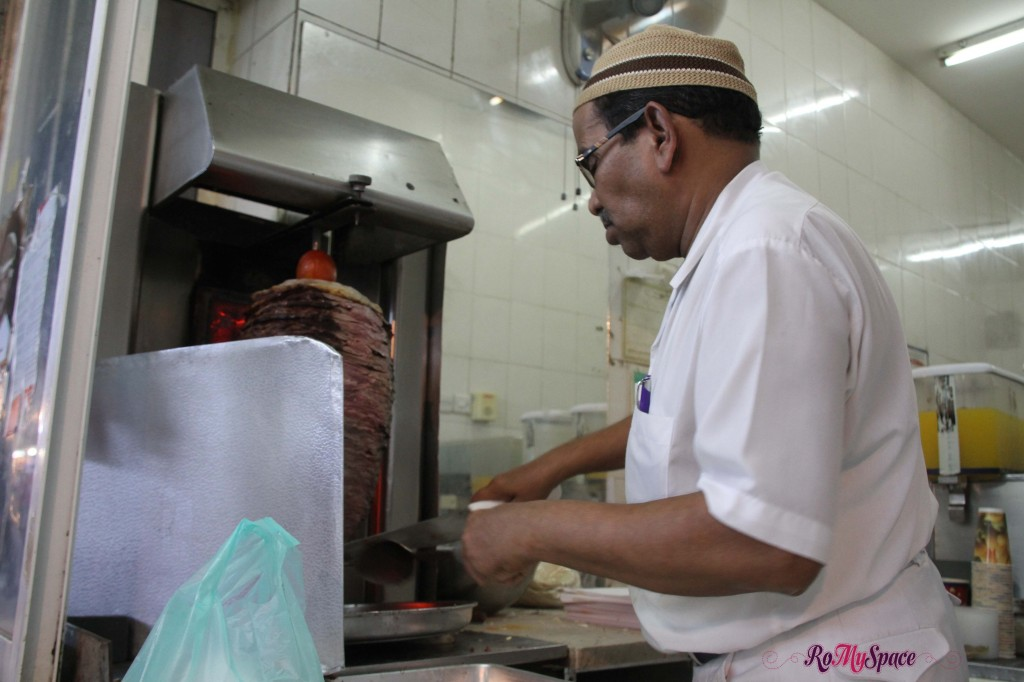 Venditore di Shawarma al souq di Muscat