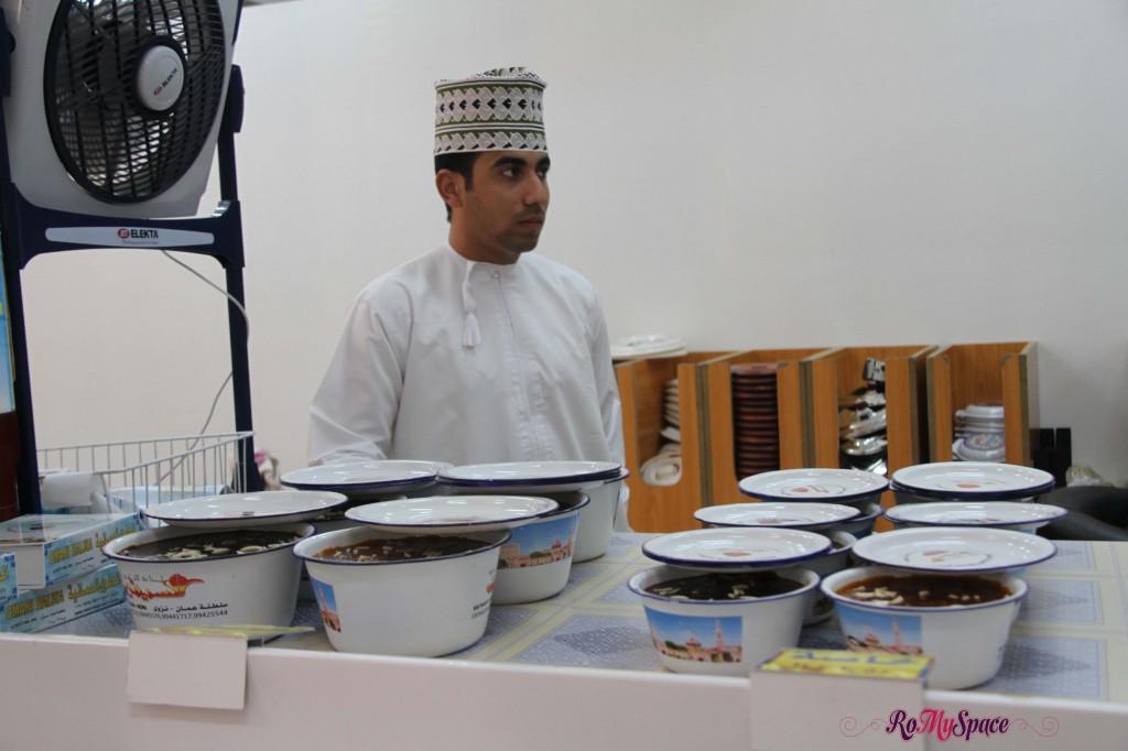 Venditore di Halwa al souq di Nizwa