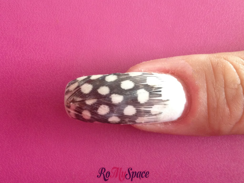 nailart nails unghie polish smalto decorazione romyspace piuma piume bianco nero white black plume feather finale copia