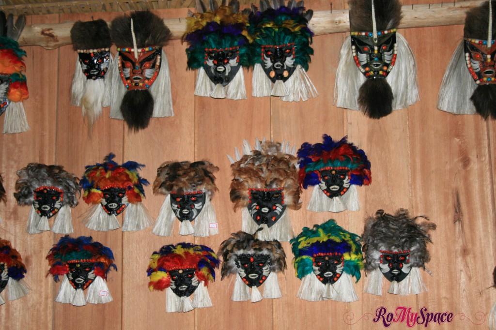 Maschere di piume e scaglie di Pirarucu in Amazzonia