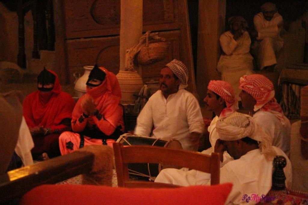 danze beduine - 1000 nights camp lodge - deserto sharqiya - oman
