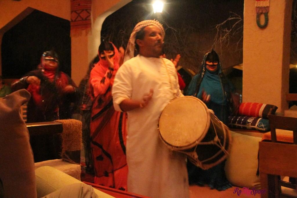 musica danze beduine - 1000 nights camp lodge - deserto sharqiya - oman