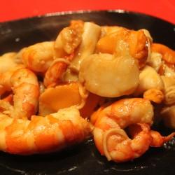 piatto di mare con pepe fresco in grani