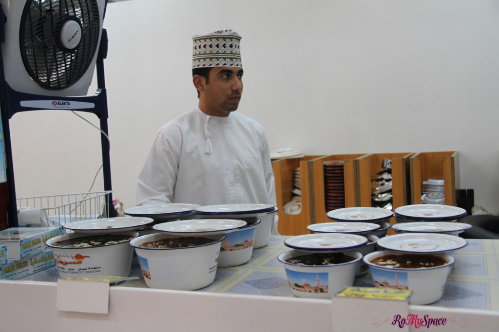 Souq di Nizwa - Venditore di Halwa