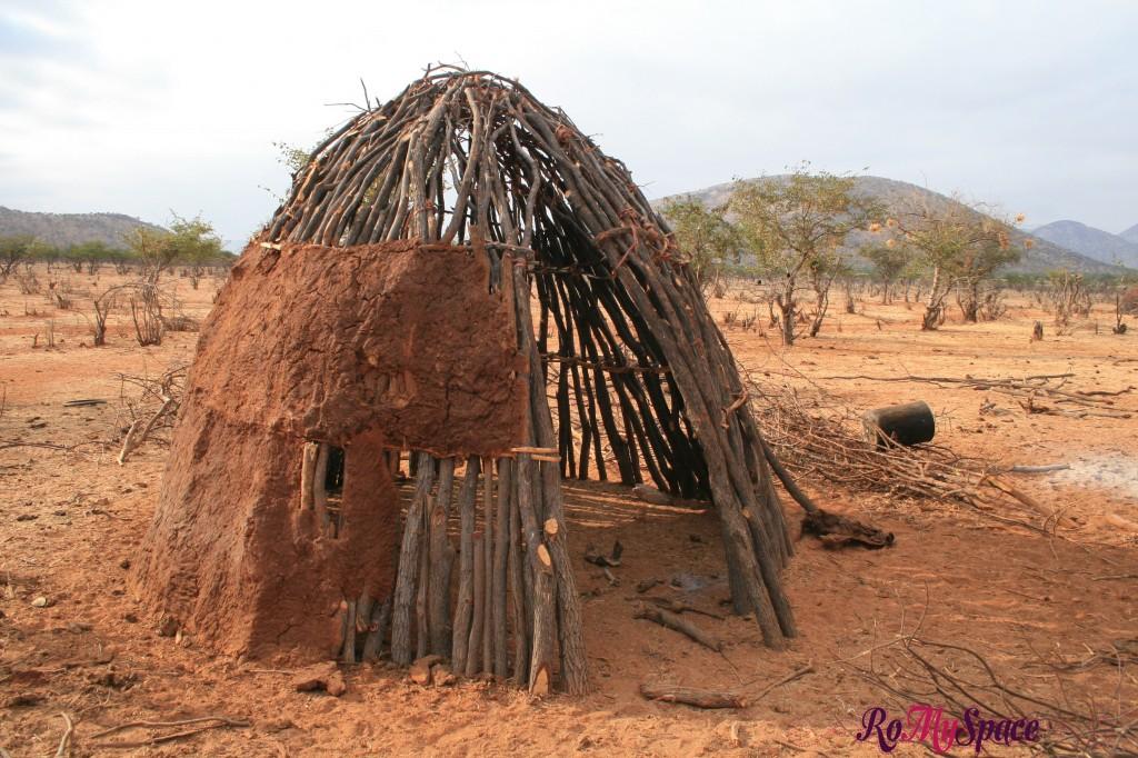 Villaggio Himba vicino a Epupa Falls - Casa tipica in costruzione