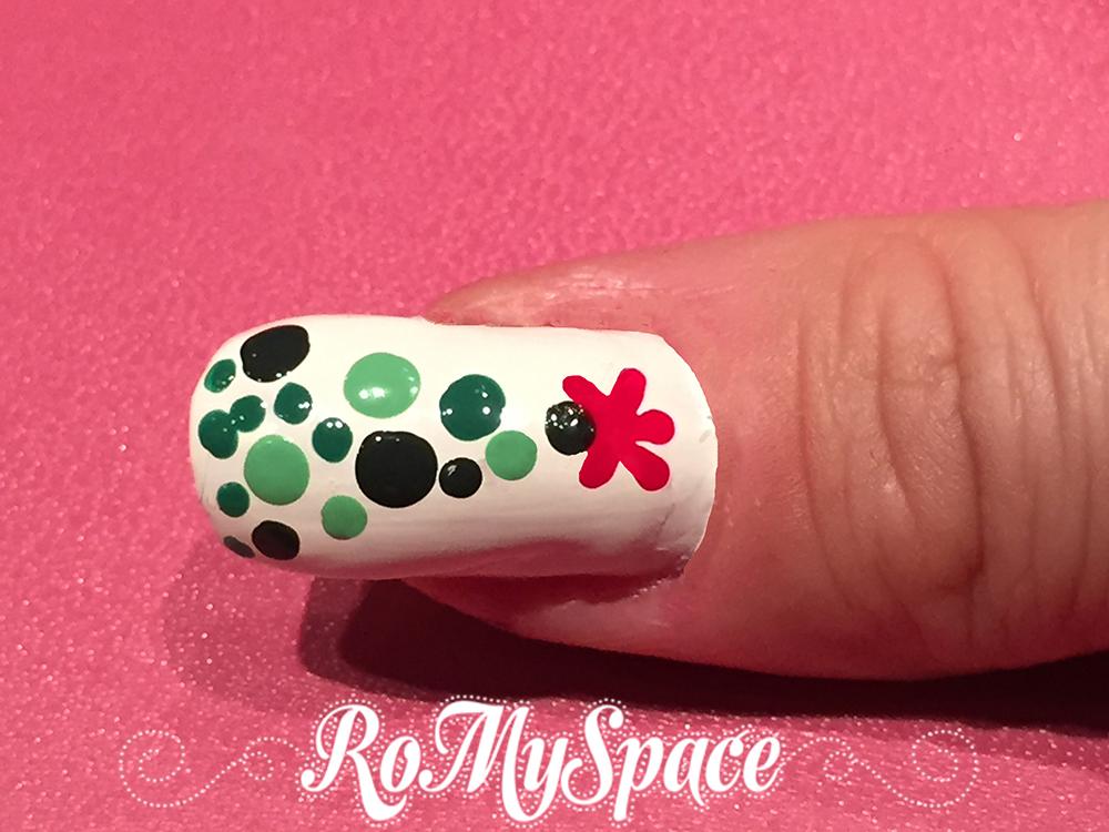 nail art nailart nails unghie manicure deorazione albero natale christmas tree xmas verde green bianco white romyspace smalto polish dotter pollice