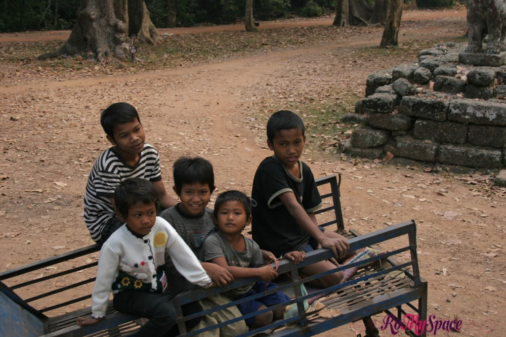 bambini @ angkor thom - tep pranam