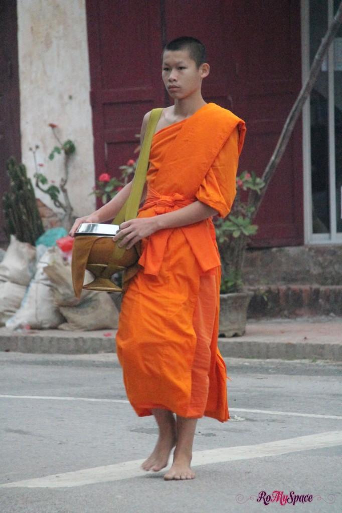questua dei monaci a Luang Prabang