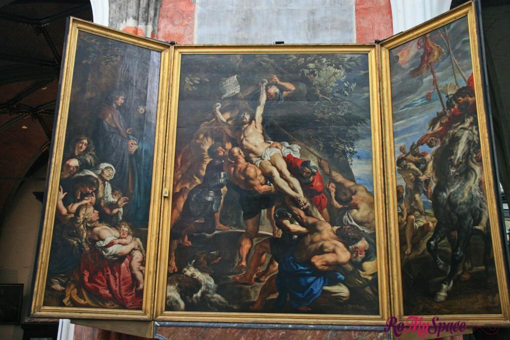 Trittico di Rubens raffigurante la crocifissione all'interno della cattedrale di Anversa