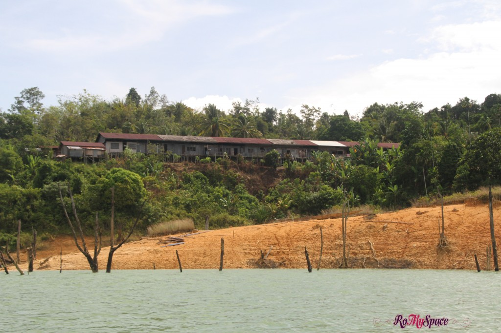 longhouse vista dal lago - batang ai national park