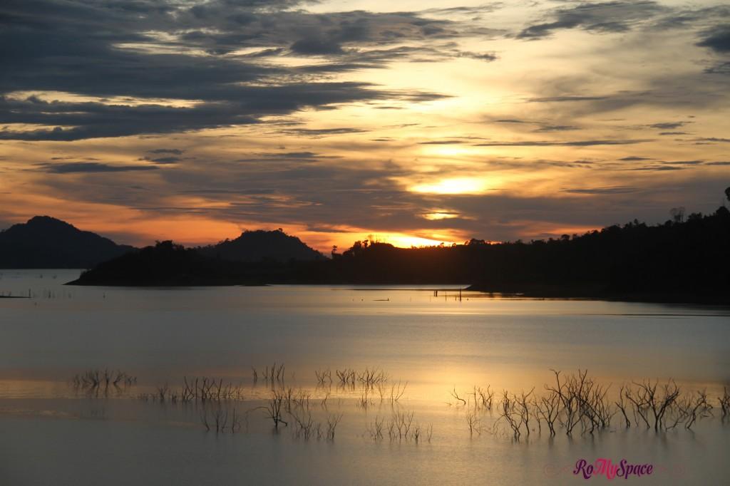 tramonto sul lago - batang ai
