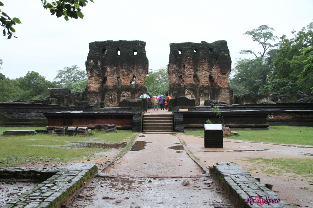 polonnaruwa - rovine del palazzo reale