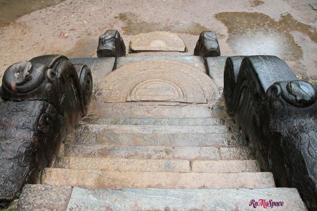 polonnaruwa - palazzo reale - sala delle udienze - moonstone