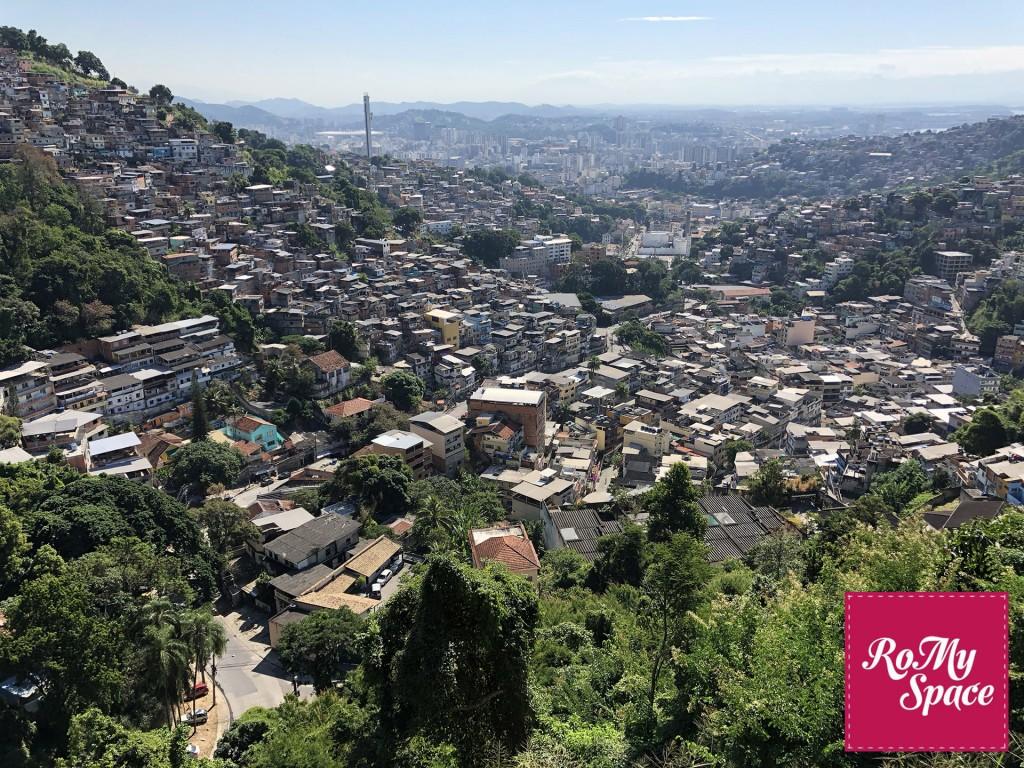 favela salendo al Corcovado