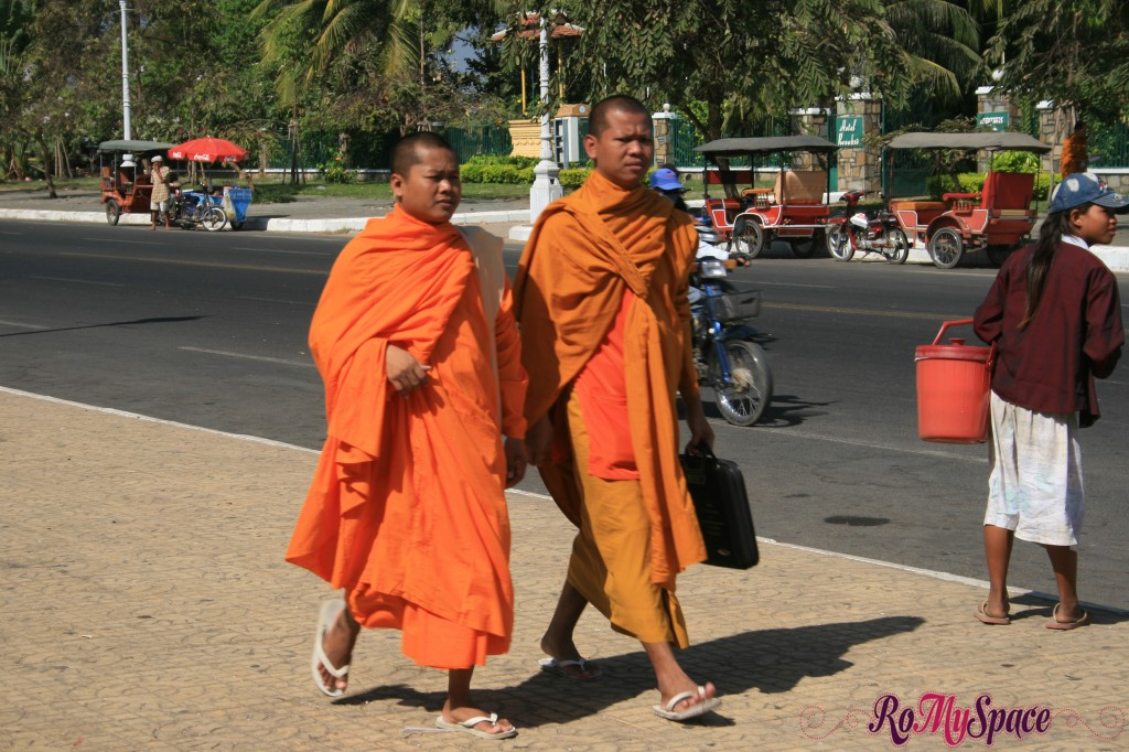 cambogia phnom penh monaci buddisti
