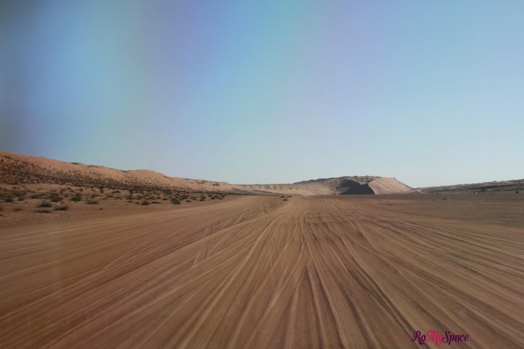 oman sharqiya deserto strada