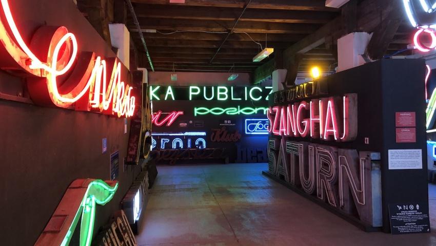 museo del neon varsavia